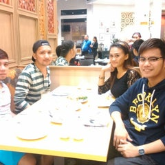 Photo taken at Yang Chow Dimsum & Teahouse by Joebec B. on 9/30/2014