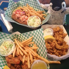 Photo taken at Yankee Lobster by Casandra S. on 7/16/2013