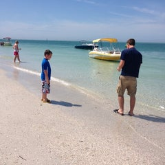 Photo taken at Shell Key Preserve by Dianne on 4/14/2014