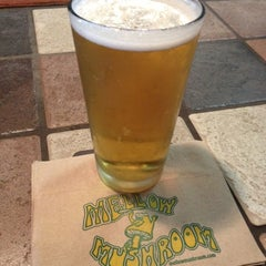 Photo taken at Mellow Mushroom by Amy Noelle W. on 11/11/2012