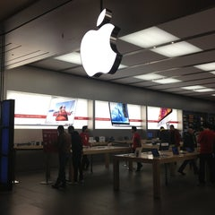 Photo taken at Apple Store, Fiordaliso by Francesco P. on 1/2/2013