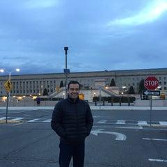 Foto tirada no(a) The Pentagon por Edgar V. em 12/31/2015