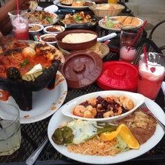 Photo taken at El Patrón Bar & Grill by Emilio H. on 5/9/2014