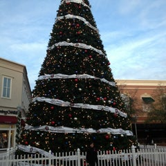 Photo taken at Food Court - Mall of Georgia by Kilbert P. on 12/27/2012