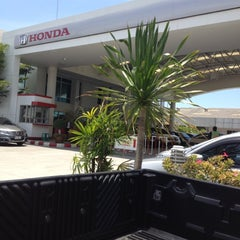 Photo taken at honda chonburi by Paradon T. on 4/20/2012
