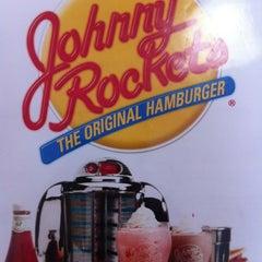 Foto tomada en Johnny Rockets por Santiago M. el 10/20/2012
