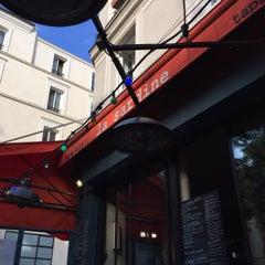 Photo taken at La Sardine by Michel T. on 8/2/2015