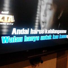 Photo taken at ReyHAN'S Karaoke Keluarga by Wawan X. on 2/6/2014