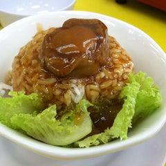 Photo taken at Restoran 9888 (发记海鲜楼) by Kokky L. on 3/25/2015