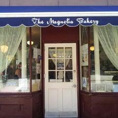 Photo taken at Magnolia Bakery by Jason J. on 8/14/2013