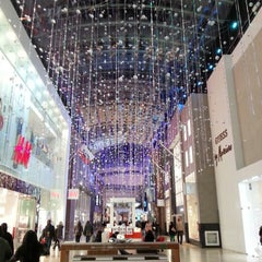 Photo taken at Yorkdale Shopping Centre by Dominic T. on 11/27/2012