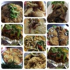 Photo taken at ร้านอาหาร เพื่อน (แม่กลอง) by Maew S. on 1/31/2015