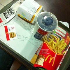Photo taken at McDonald's by Aline Nepomuceno on 2/5/2013