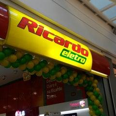 Photo taken at Ricardo Eletro by Rodrigo S. on 12/5/2013