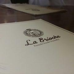 Photo taken at La Brioche لابريوش by سيف ا. on 8/11/2014