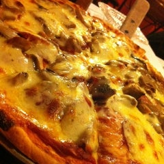 Photo taken at Pizza Volante by Kuling C. on 11/11/2012