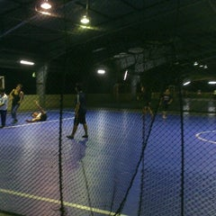 Photo taken at JPS Futsal Ampang by Mohd N. on 5/17/2014