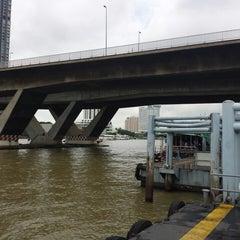 Photo taken at ท่าเรือสะพานตากสิน (Tak Sin Pier) by Kazu on 10/11/2014