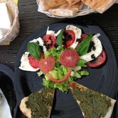 Photo taken at Pizzeria Italiana Bella Napoli by Elva R. on 9/6/2013