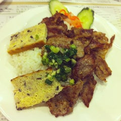 Photo taken at Lee Kam Kee Vietnamese Restaurant 李錦基越南餐廳 by Kelvin L. on 2/16/2013