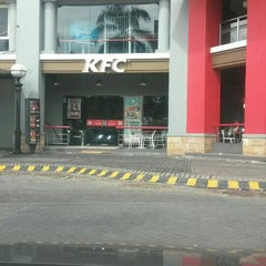 Photo taken at KFC / KFC Coffee by Hitam Putih T. on 4/1/2016