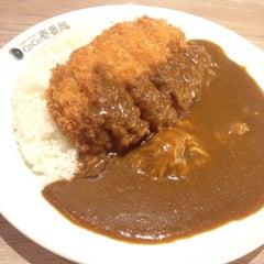 Photo taken at CoCoICHIBANYA (โคโค่อิฉิบันยะ) by Elle E. on 5/10/2015