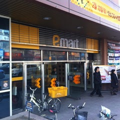 Photo taken at 이마트 (emart) by eAsTiN S. on 2/9/2013