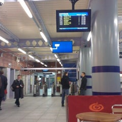 Photo taken at Sevenoaks Railway Station (SEV) by Yves W. on 12/31/2012