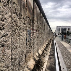 Photo taken at Baudenkmal Berliner Mauer   Berlin Wall Monument by ⚓Capt. C. on 9/24/2012