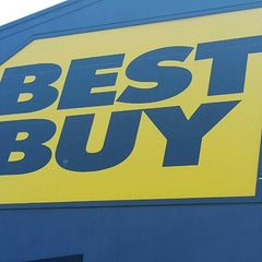 Photo taken at Best Buy by Bruno B. on 7/9/2015