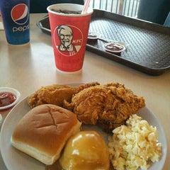 Photo taken at KFC by nur g. on 12/21/2014