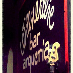 Photo taken at Willi Willie Bar e Arqueria by Cesar C. on 2/16/2013