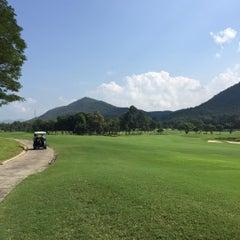 Photo taken at Alpine Golf Resort Chiang Mai (อัลไพน์กอล์ฟรีสอร์ทเชียงใหม่) by Kawin C. on 10/23/2015