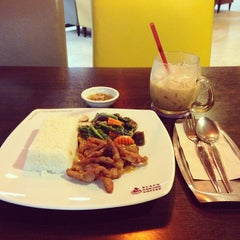 Photo taken at Black Canyon (แบล็คแคนยอน) by Waris S. on 12/11/2013