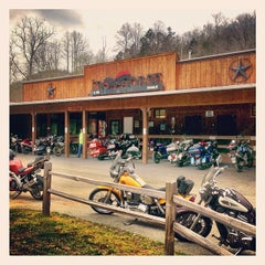 Photo taken at Ironhorse Motorcycle Lodge by Tim R. on 4/4/2014
