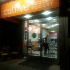 Photo taken at Cultivé Frozen Yogurt by Rosa A. on 10/12/2013