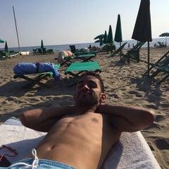Photo taken at Bagno Piero by Rakan A. on 7/17/2015