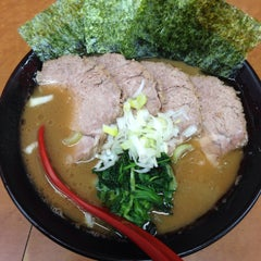 Photo taken at 横浜ラーメン武蔵家 幡ヶ谷店 by aren't you? on 2/3/2015