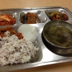 Photo taken at 플라자호텔 사원식당 (The Plaza Hotel Employee Cafeteria) by hwangcaptain . on 7/25/2013