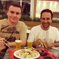 Photo taken at Sushi Express by Jônathan Musulin T. on 12/29/2013