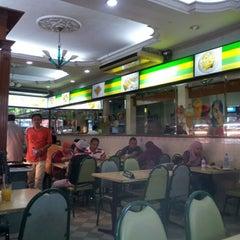 Photo taken at Restoran Insaf by dewa l. on 10/13/2012