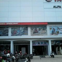 Photo taken at Alfa Scorpii by Rizal D. on 3/5/2014