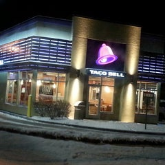 Photo taken at Taco Bell by david v. on 12/5/2013