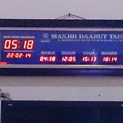 Photo taken at Masjid Daarut Tauhiid by Raja Noor Adna A. on 2/21/2014