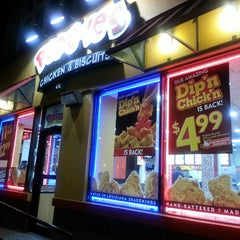 Photo taken at Popeye's Chicken & Biscuits by Tonya M. on 10/20/2013