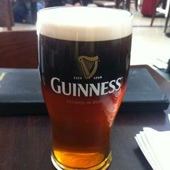 Photo taken at Tigín Irish Pub & Restaurant by Kleber S. on 5/13/2013