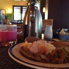 Photo taken at La Laguna Restaurant & Lounge by Alfredo V. on 12/9/2014