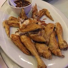 Photo taken at Jumbo Seafood Restaurant by Tjong K. on 8/10/2015