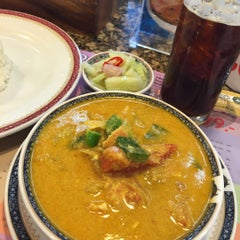 Photo taken at Took Lae Dee (ถูกและดี) by Jay B. on 8/8/2015