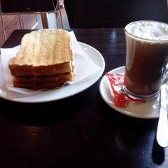 Photo taken at Cafetaria Green Tea by Armando A. on 12/9/2013